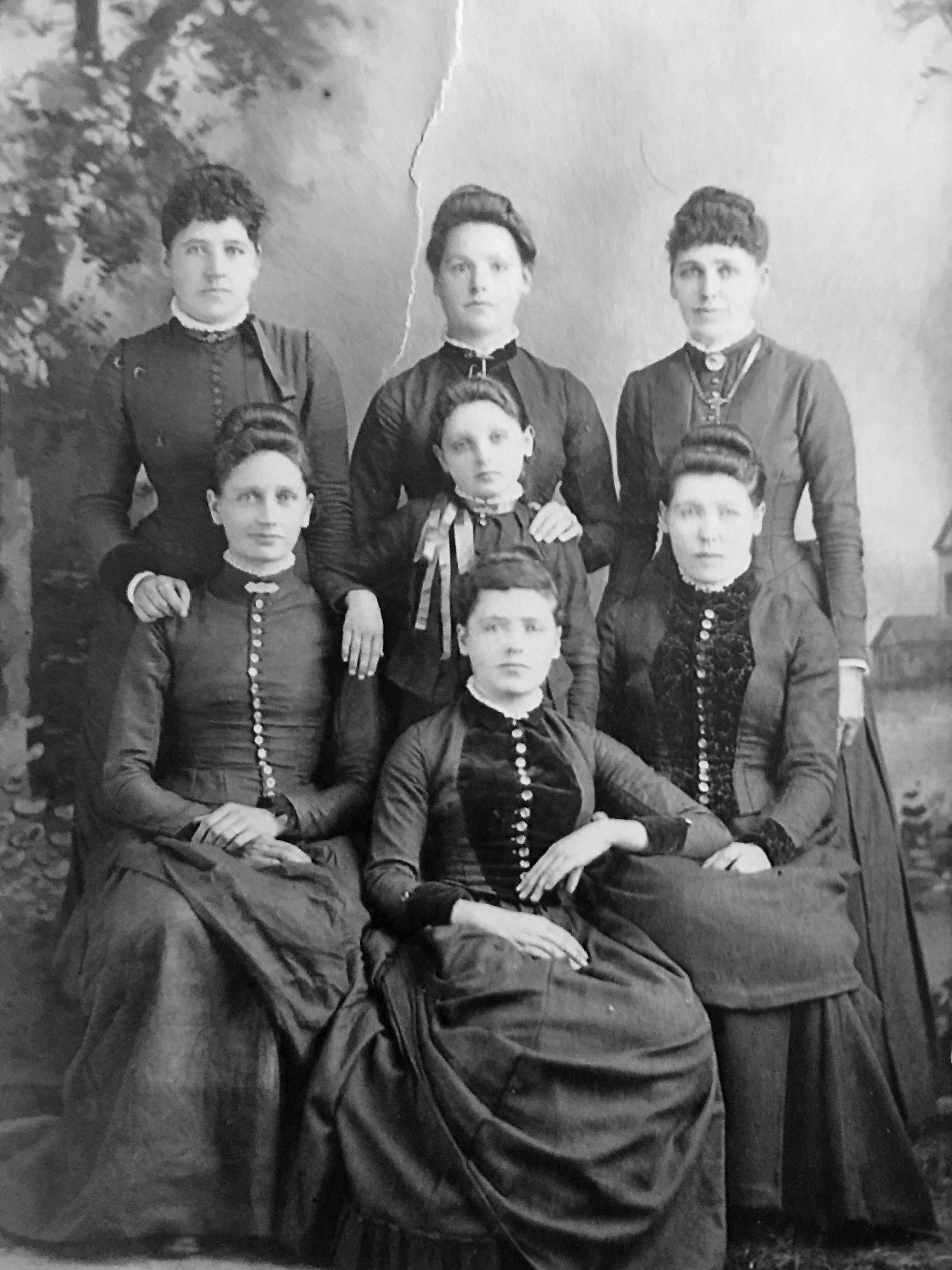 DAVIS Maude Amy and sisters black and white